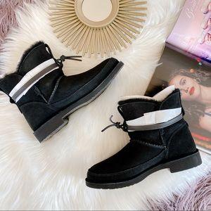 Ugg ESTHER Boot. Black